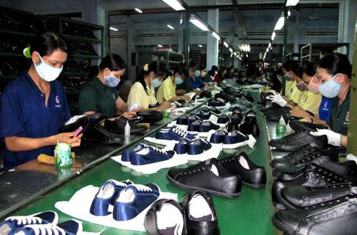 xưởng chuyên gia công giày thể thao trẻ em